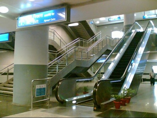 Delhi photos, Delhi Metro - Escalator and the stairways