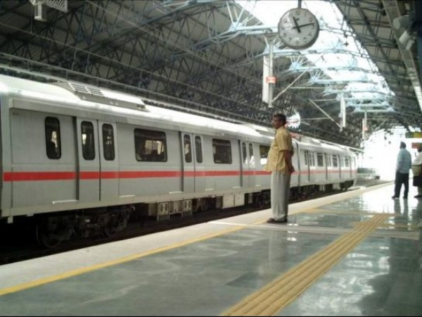 Delhi photos, Delhi Metro - A scene from station