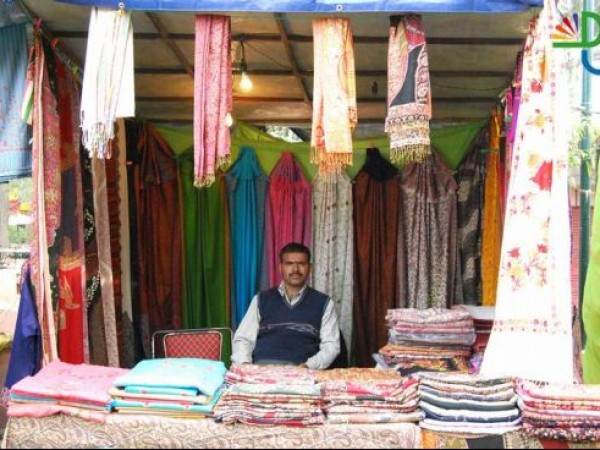 Delhi photos, Shopping in Delhi - Colourful Shawls