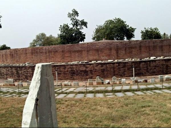 Amaravathi photos, Amaravathi Stupa - Remains of the Stupa