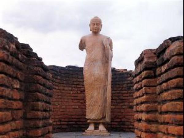 Nagarjuna Sagar photos, Nagarjunakonda - Statue of Buddha