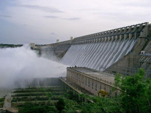 Nagarjuna Sagar photos, Nagarjunasagar Dam - Water gushing
