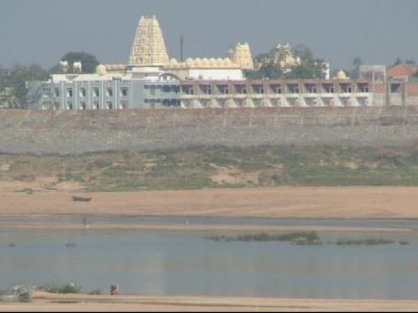 Bhadrachalam photos, Bhadrachala Rama Temple - River and the Temple