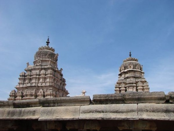 Lepakshi photos, Veerabhadra temple - Towers of the temple