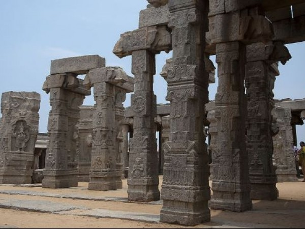 Lepakshi photos, Veerabhadra temple - Pillars