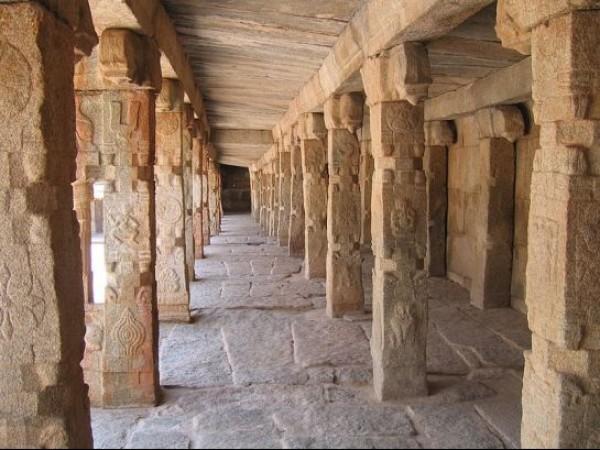 Lepakshi photos, Veerabhadra temple - Corridor