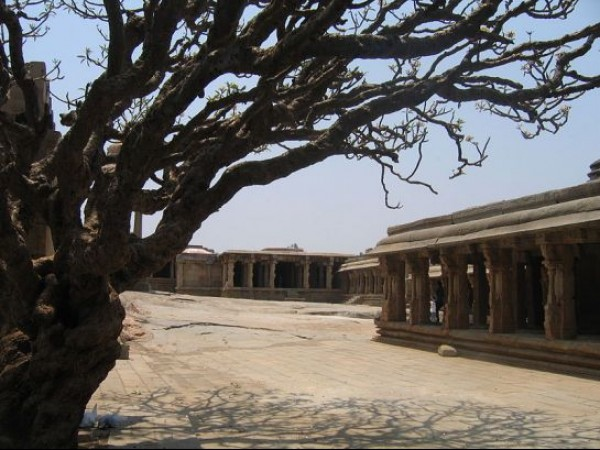 Lepakshi photos, Veerabhadra temple - A view of the temple