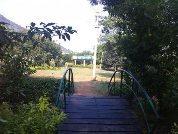 Nalgonda photos, Rajiv park - A walkway inside the park