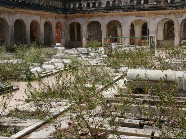Hyderabad photos, Paigah Tombs - Inside view
