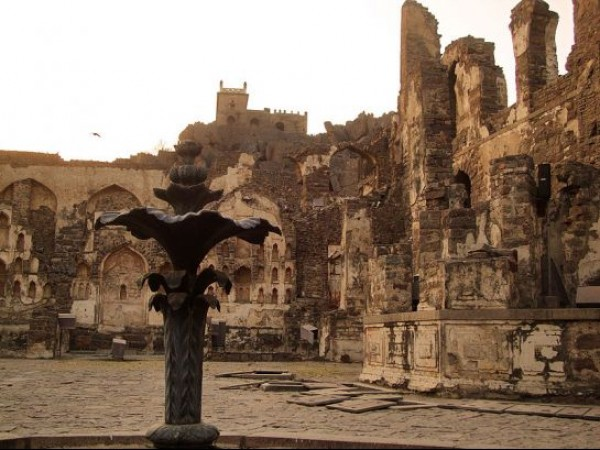 Hyderabad photos, Golconda Fort - An artictically constructed fountain