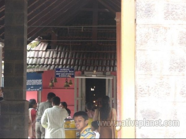 Kukke Subramanya photos, Subrahmanya Temple - Devotees inside the temple