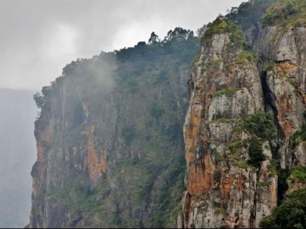 Kodaikanal Photos, Pillar Rocks - Close View