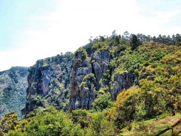 Kodaikanal Photos, Pillar Rocks - A Picturesque View