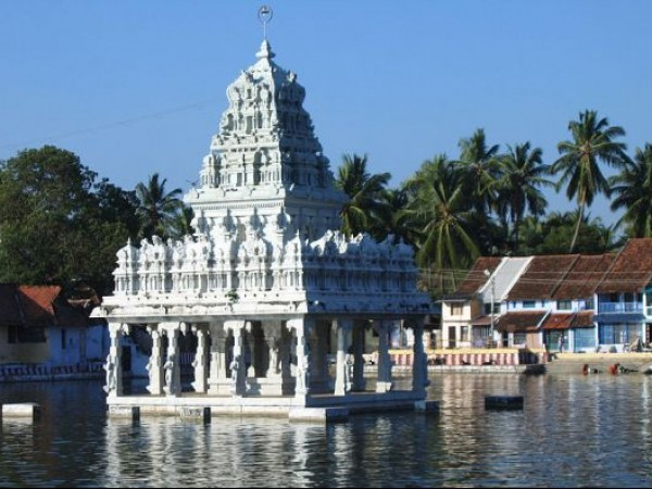 Suchindram photos, Thanumalayan temple - Amidst waters