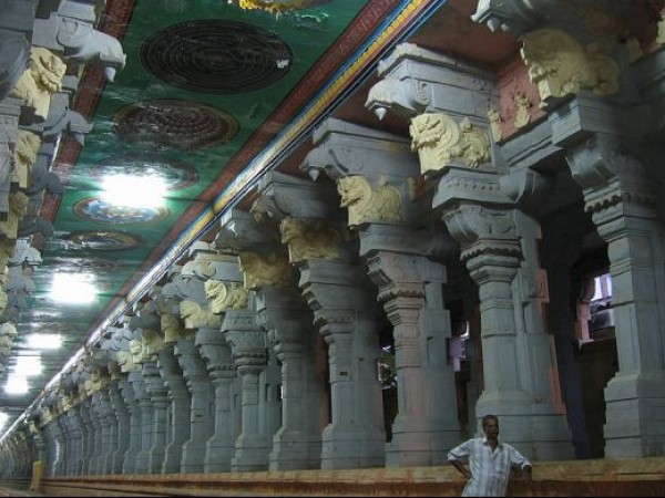 Rameshwaram photos, Sri Ramanathaswamy Temple - Beautifully carved pillars