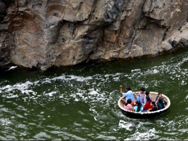 Hogenakkal photos, Hogenakkal Waterfalls - Coracle ride