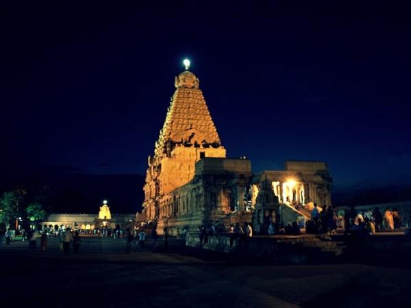 Thanjavur photos, Brihadeshwara temple - During Night