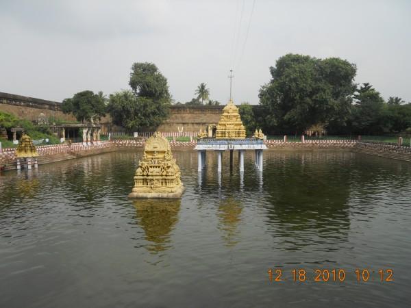 Tirunelveli photos, Sri Varadaraja Perumal Temple - holy pond
