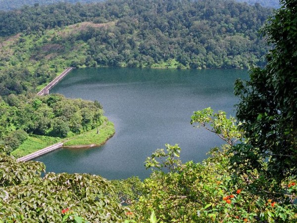 Valparai photos, Sholayar - An aerial view
