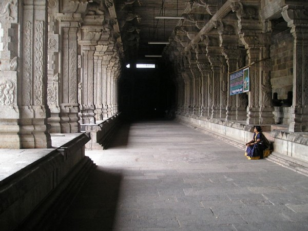Kanchipuram photos, Ekambareshvara Temple - Corridor