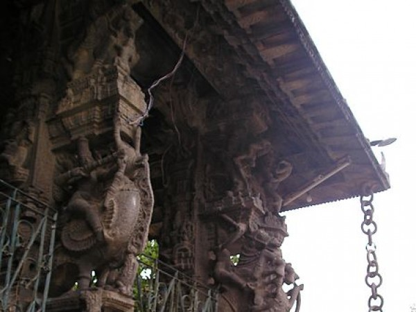 Kanchipuram photos, Varadharaja Perumal Temple - Carved idols