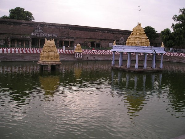 Kanchipuram photos, Varadharaja Perumal Temple - The Pond
