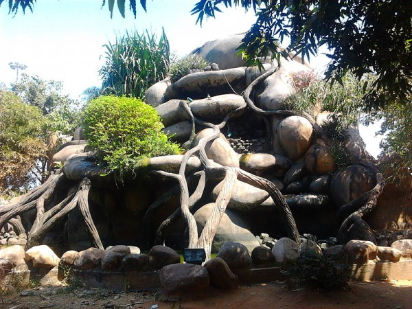 Chennai photos, Marina Beach - Artificial rock fountain