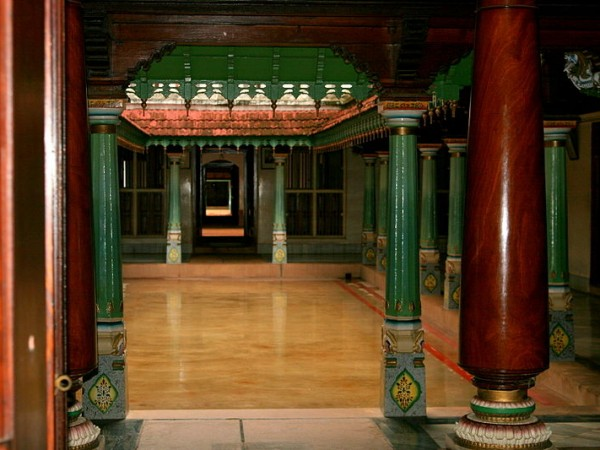 Karaikudi photos, Chettinad Palace - Chettinad house courtyard