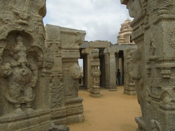 Lepakshi photos, Carved Pillars