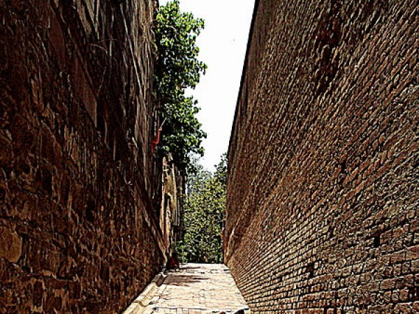 Allahabad photos, Allahabad Fort - Red brick passage