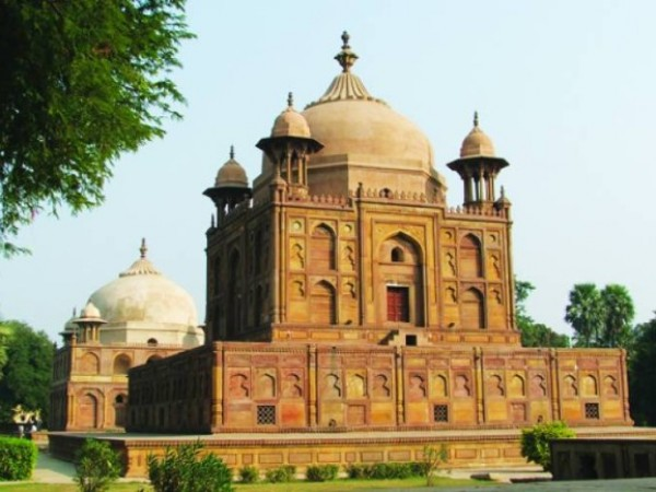 Allahabad photos, Khusro Bagh - A structure of Khusro Bagh