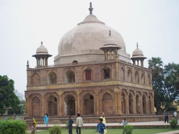 Allahabad photos, Khusro Bagh - Tomb of Khusro Mirza