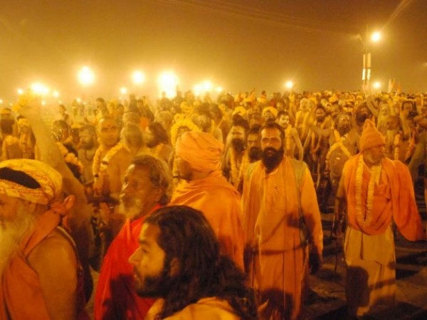 Allahabad photos, Yogis dressed in Saffron