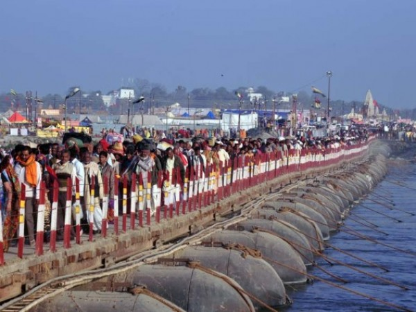 Allahabad photos, Pilgrims lined up for Kumbh Mela