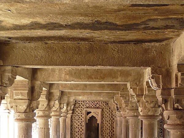 Jaunpur photos, Atala Masjid - Symmetrically designed pillar