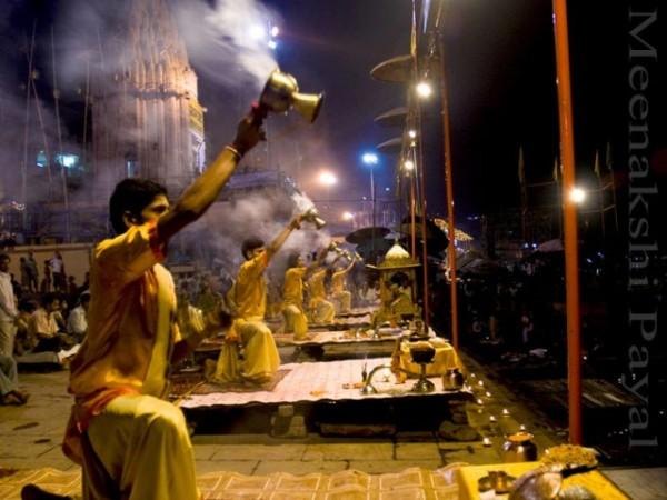 வாரணாசி புகைப்படங்கள் - தசாஸ்வமேத் படித்துறை - மாலையில் நடக்கும் கங்கா ஆர்த்தி