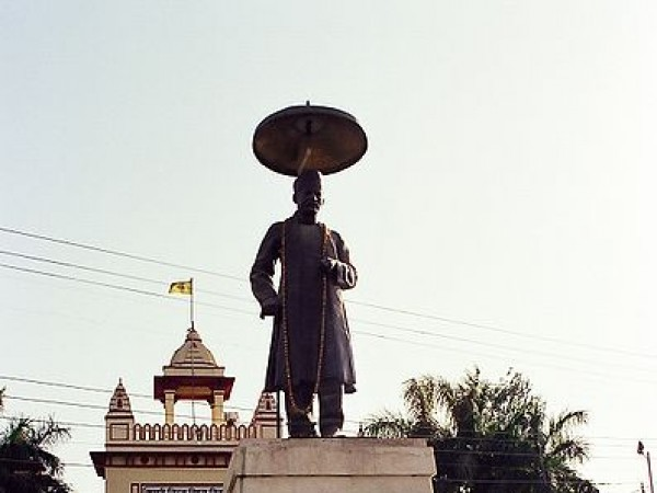 Varanasi photos, Banaras Hindu University - Founder's statue