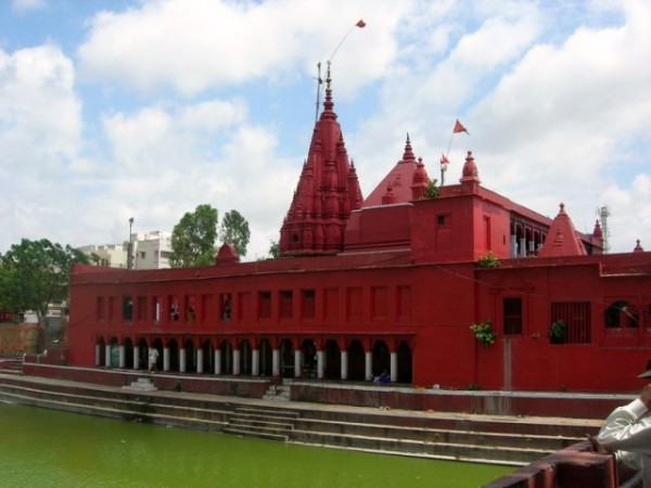 Varanasi photos, Durga Temple - Red Coloured Durga Temple