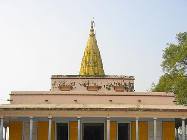Varanasi photos, Jain Temple - Front view of the temple