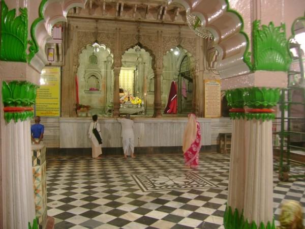 Vrindavan photos, Radha Raman Temple - Interiors of temple