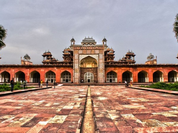 Agra photos, The tomb of Akbar the Great - An aesthetic view