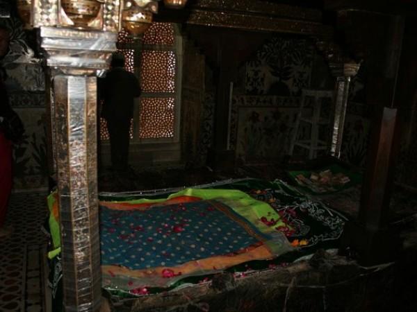 Fatehpur Sikri photos, Tomb of Salim Chishti - Inner View