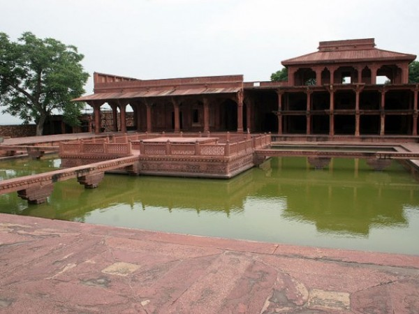 Fatehpur Sikri photos, Anup Talao - Beautiful Green Waters