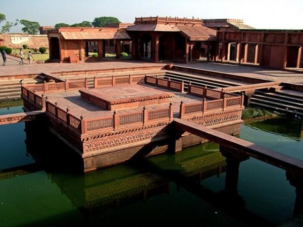 Fatehpur Sikri photos, Anup Talao - Platform
