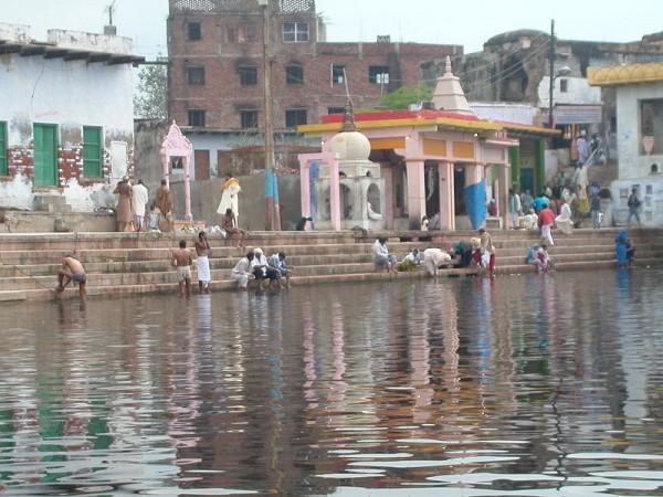 Govardhan photos, Radha Kund - Devotees