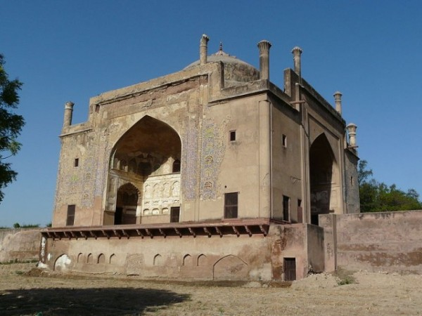 Agra photos, Chini ka Rauza - A tomb in the memory of a great artist.