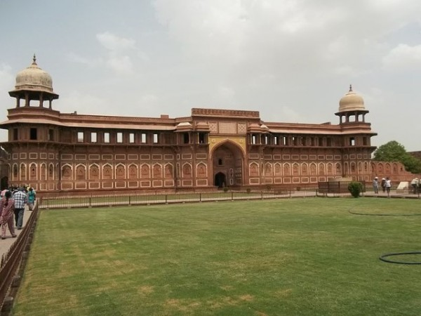 Agra photos, Agra Fort -A beautiful morning at the Fort.