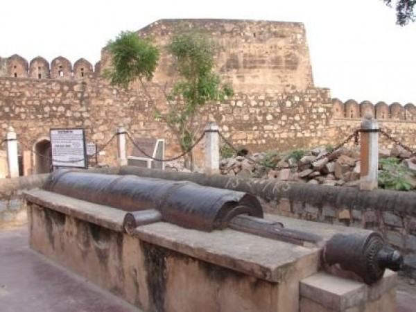 Jhansi photos, Fort of Jhansi - Kadak Bijli