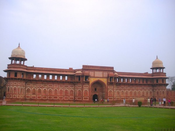 Agra photos, Jahangir Mahal - The red sandstone palace.