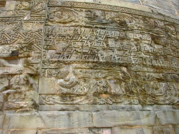 Sarnath photos, Dhamek Stupa - Intricate carving